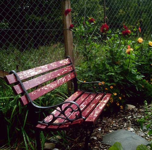 gardenbench500a.jpg